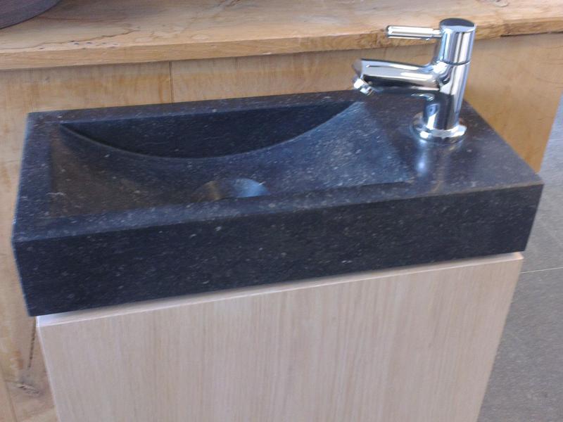 Echte Belgisch Hardsteen toilet spoelbakjes 44,5x20x8 cm; normaal € 300,- nu voor de helft € 150,- per stuk (excl. kraan)