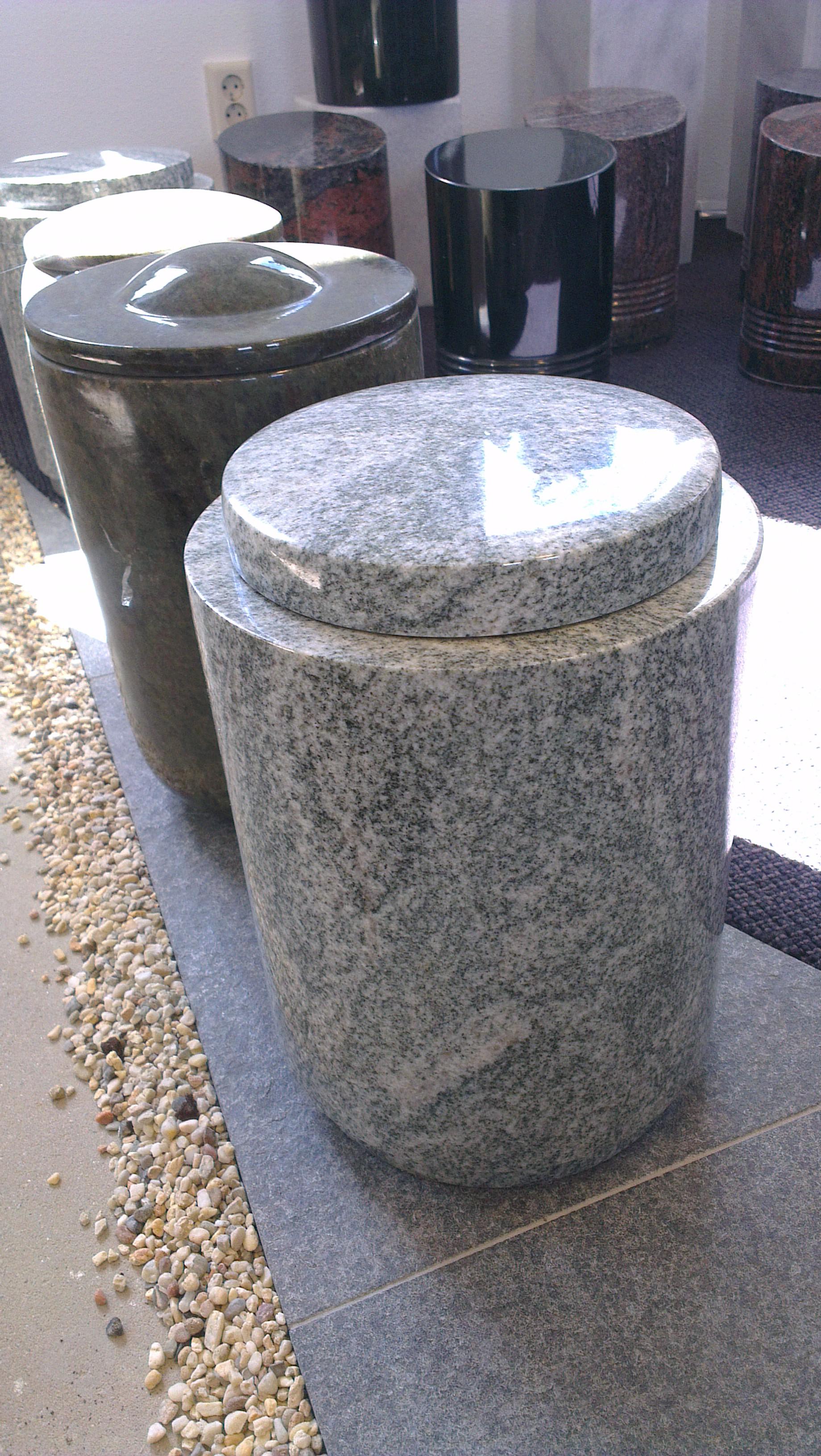 Granieten urnen | Bus Natuursteen