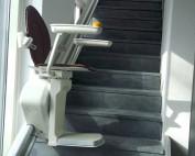 Bus Natuursteen | Traplift als extra service